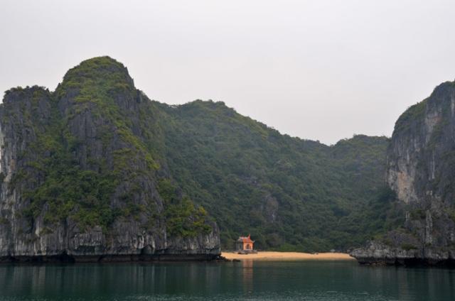 Temple, Ha Long Bay